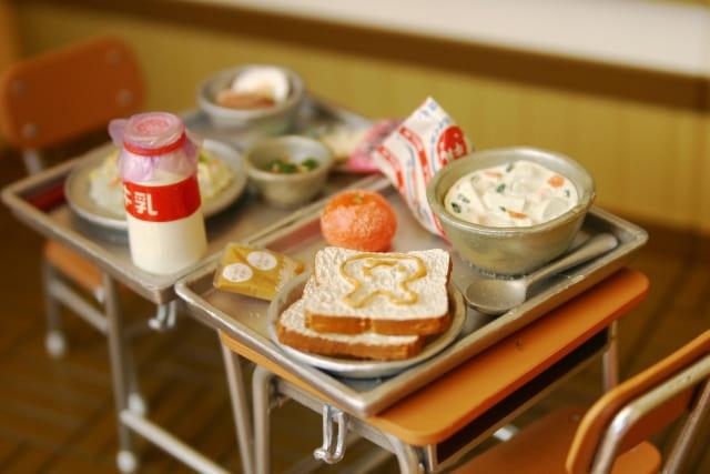 学校給食の消費税は軽減される?社食や学食は?-軽減税率豆知識-