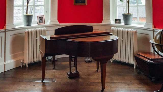 ピアノ教室の月謝の相場はどれくらい?大人の場合は?安い教室はどうやって探す?