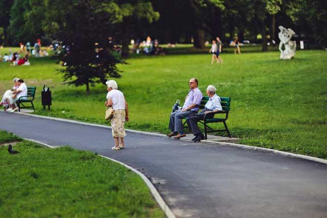 厚生年金の44年特例とは?メリット・デメリットをわかりやすく解説